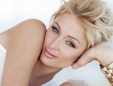Forma sopracciglia Paris Hilton